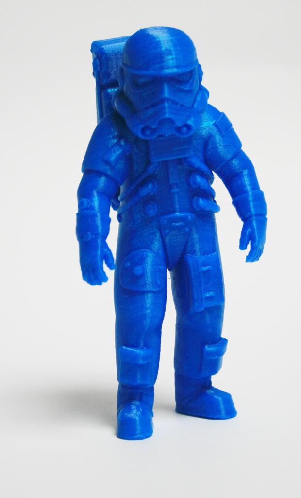 un personnage mi-astronaute mi-stormtrooper