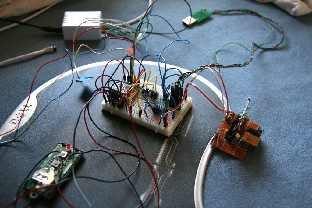 Prototype de contrôleur d'éclairage avec programmateur UART et alimentation 3v3